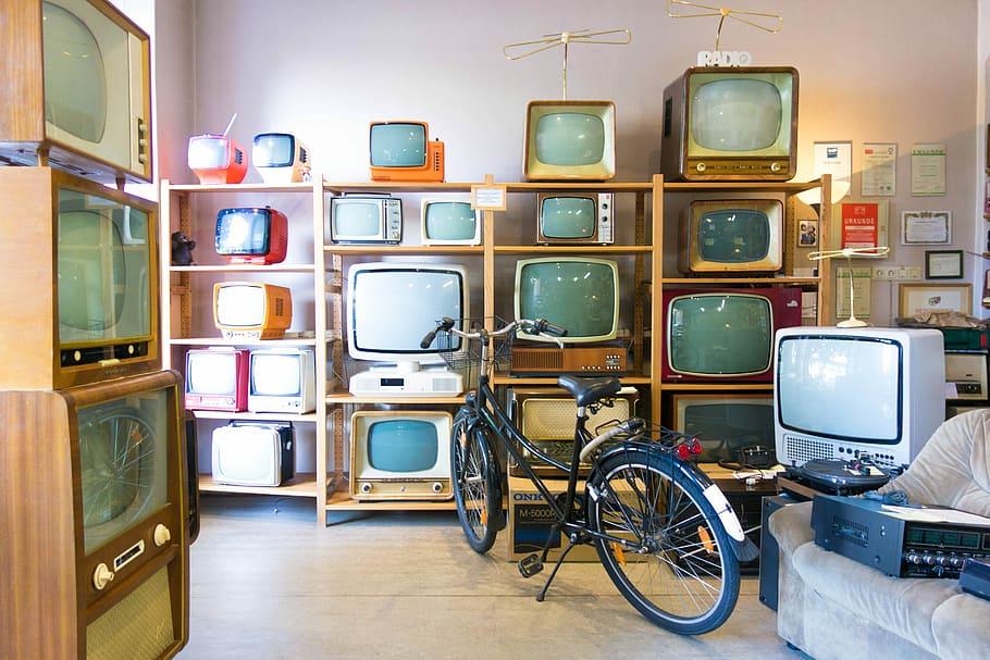 shop-store-old-tv.jpg