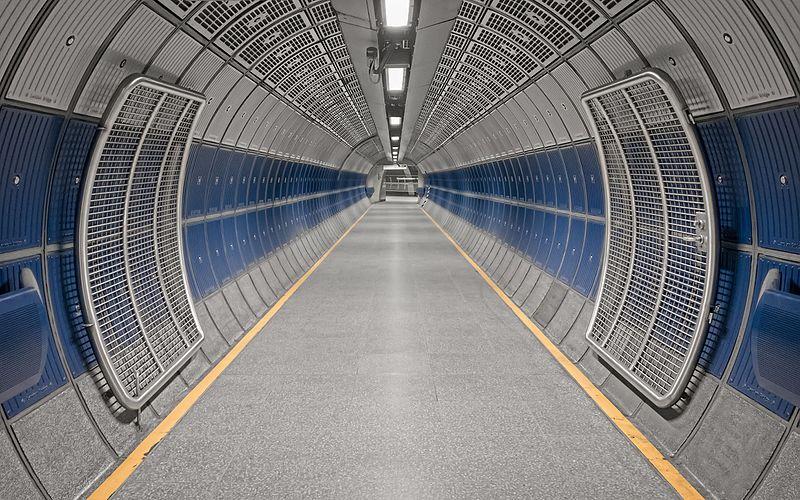London_Bridge_Underground_tunnel_(33466504566).jpg